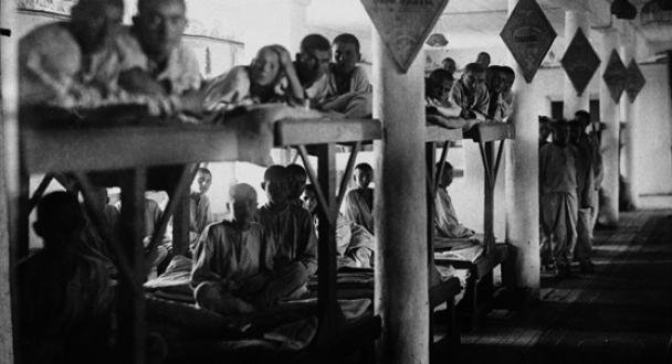 Fanger i en GULag-leir i 1946. På det meste var det millioner av fanger i disse leirene. Etter Stalin var talle ca. 10.000.